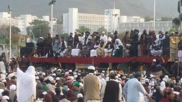 Pakistan'da protestolar büyüyor