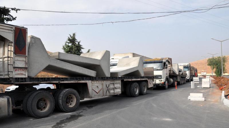 TSK'dan İdlib'e beton blok sevkiyatı