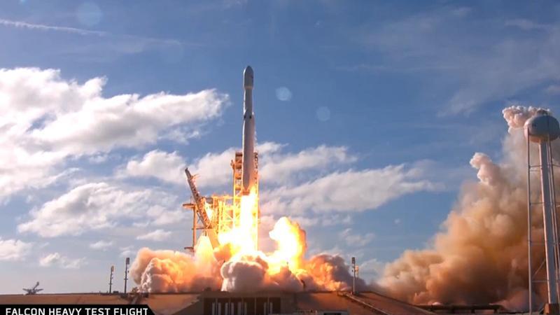 SpaceX dünyanın en güçlü roketi Falcon Heavy'i uzaya gönderdi