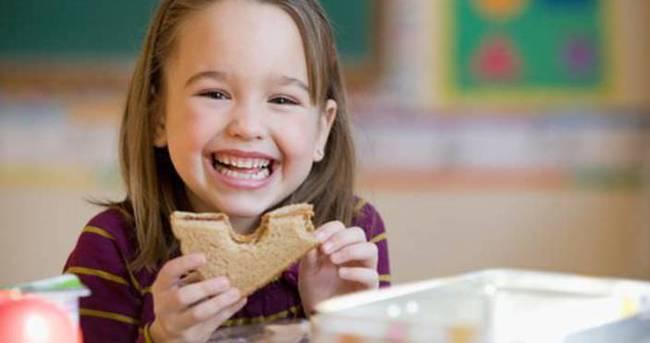 Fast-food tüketimi çocuk sağlığını olumsuz etkiliyor